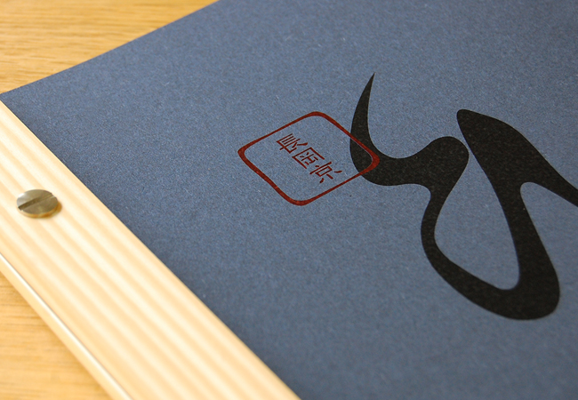 紙素材にもこだわってお店の雰囲気に合うように。